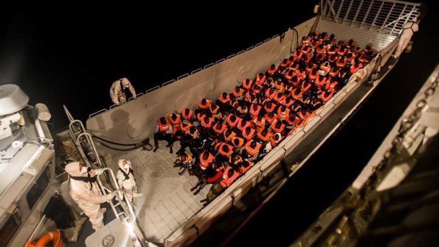 Los migrantes que viajan a bordo del Aquarius