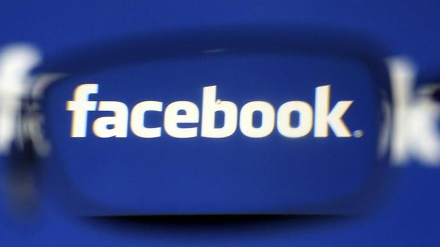"""La CE multa con 110 millones a Facebook por datos """"engañosos"""" en la compra de Whatsapp"""