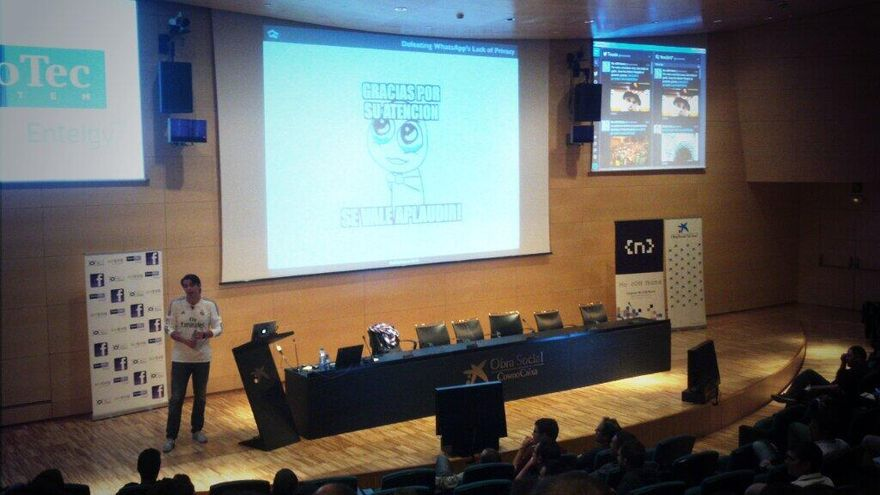Jaime en el congreso NoConName 2013, en Barcelona, con una camiseta del Real Madrid