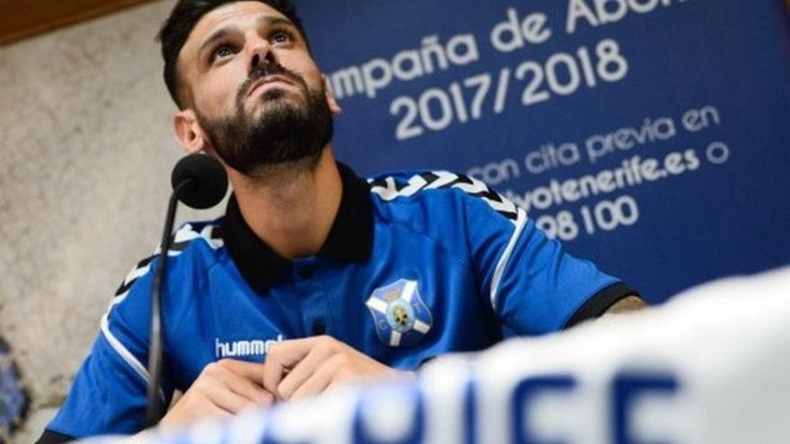 Tyronne en su presentación como jugador del Tenerife
