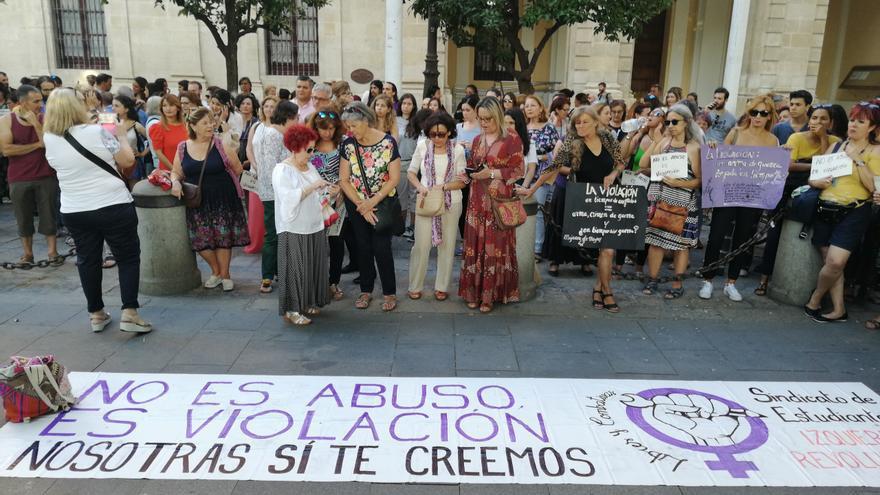 Concentración en Sevilla en apoyo a la víctima de Manresa /Foto: Carmen Pérez Acal