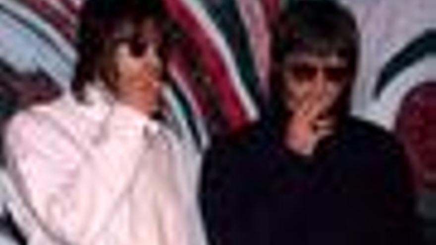 Liam y Noel Gallagher, de la banda británica Oasis