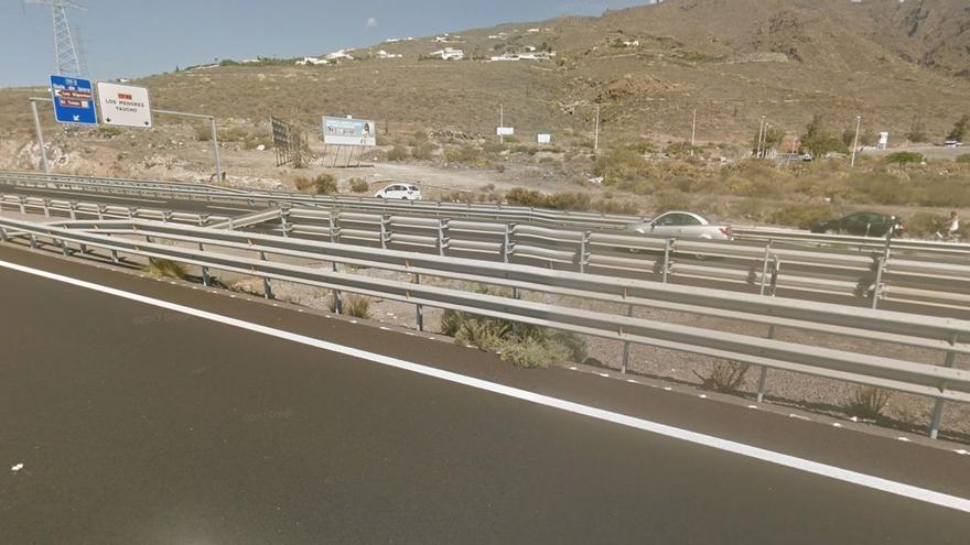 Una mujer resulta herida al chocar contra la mediana en la autopista del sur de Tenerife