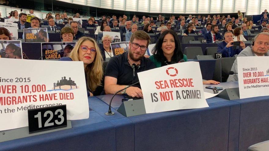 Los eurodiputados de Podemos María Eugenia Rodríguez Palop, Miguel Urbán e Idoia Villanueva, el 2 de julio en la Eurocámara.