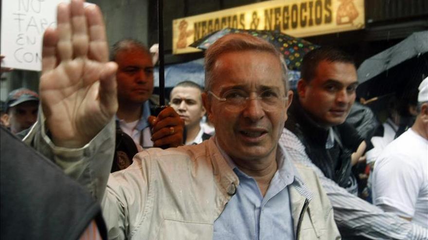 Uribe considera que el fin de las aspersiones con glifosato es una exigencia de las FARC