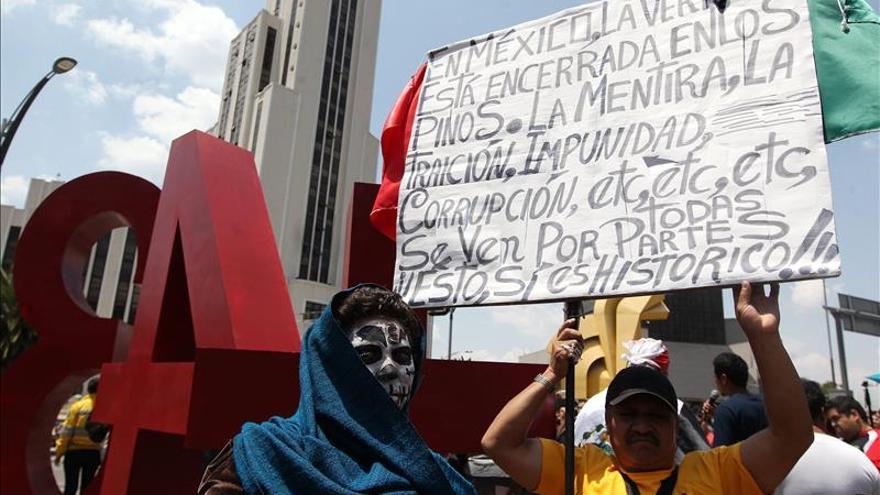 Padres de los estudiantes desaparecidos en México mantienen su desafío a la versión oficial