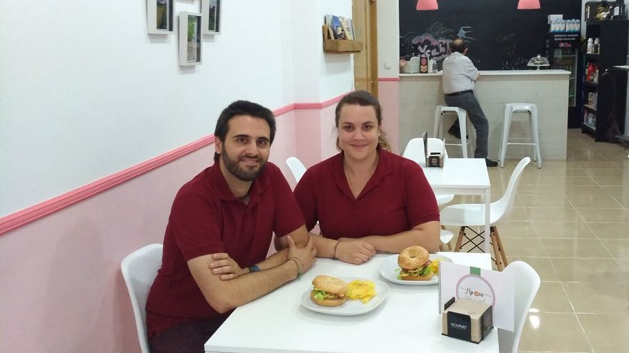 David y María, dueños de The Bagel Store, local vegano en Murcia