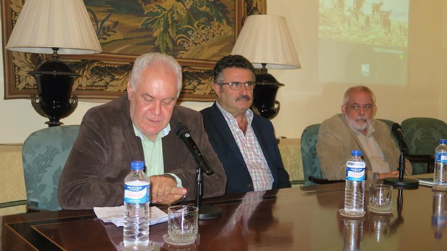 En la imagen, acto de presentación de la obra. Foto: JESÚS HERNÁNDEZ BIENES.