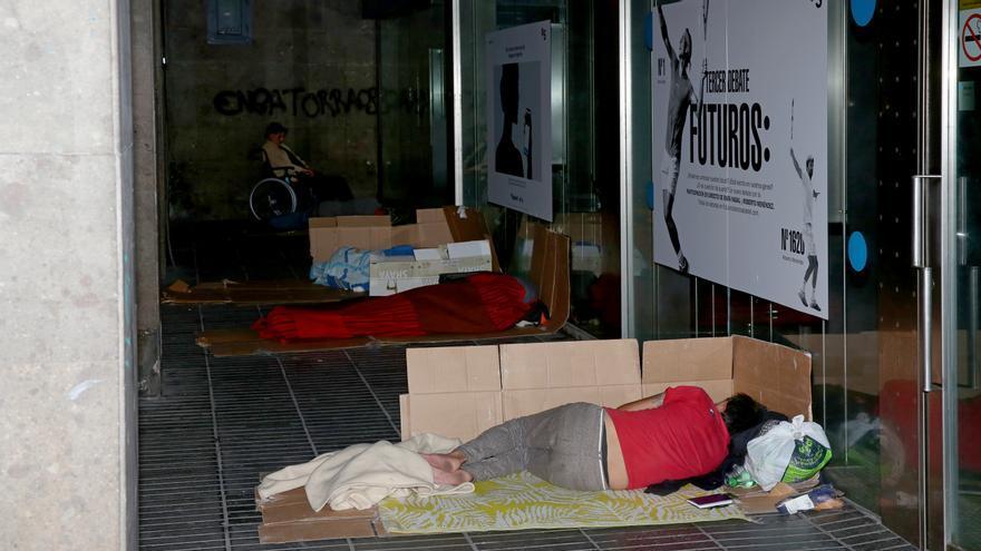 Personas durmiendo en la calle León y Castillo de Las Palmas de Gran Canaria.