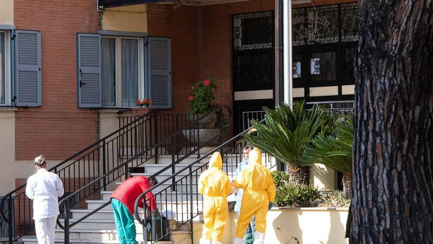 Rome (Italy), 24/03/2020.- Medical staff in protective suits work in the garden of the nursing home Papa Giovanni XXIII where some guests have tested positive to coronavirus, in Rome, Italy, 24 March 2020. (Italia, Roma)