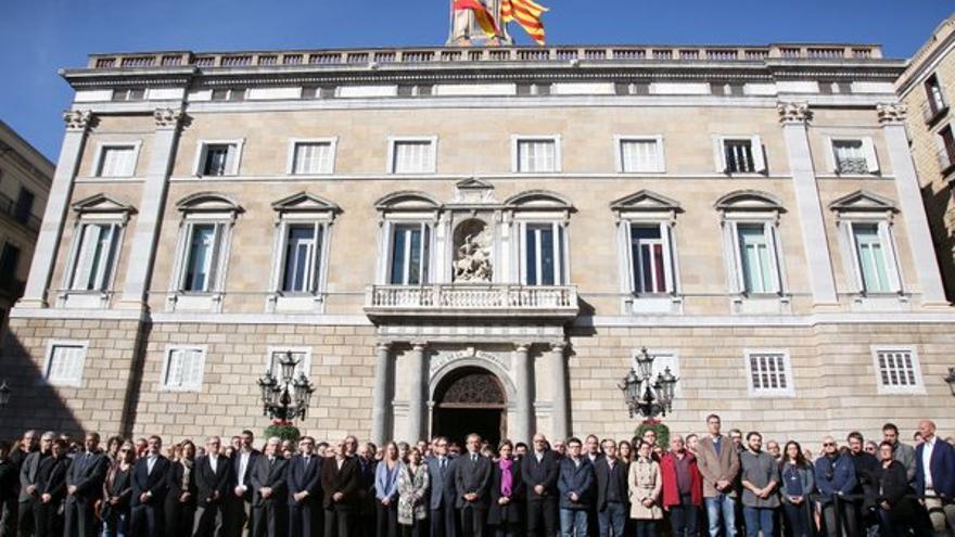 Minuto de silencio frente a la Generalitat