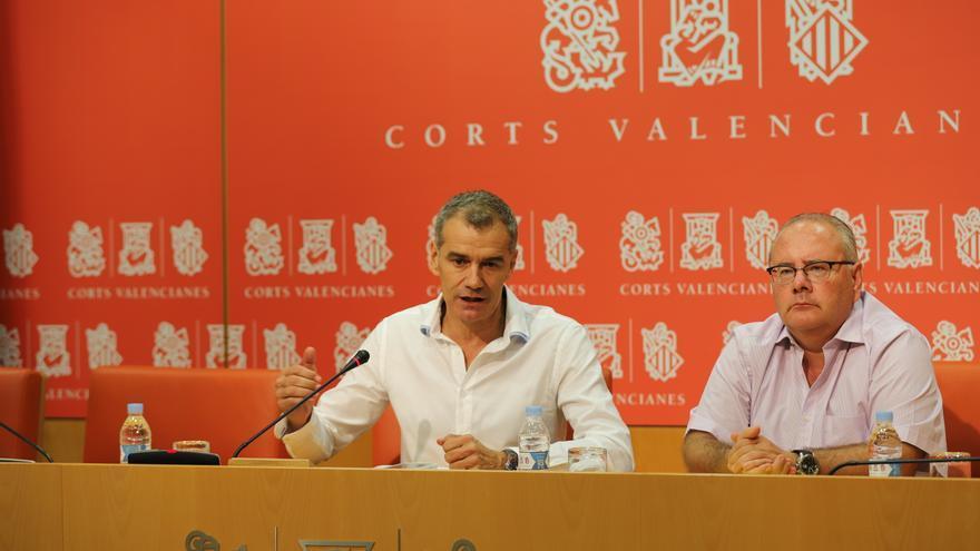Toni Cantó y Vicente Fernández en la sala de prensa de las Corts
