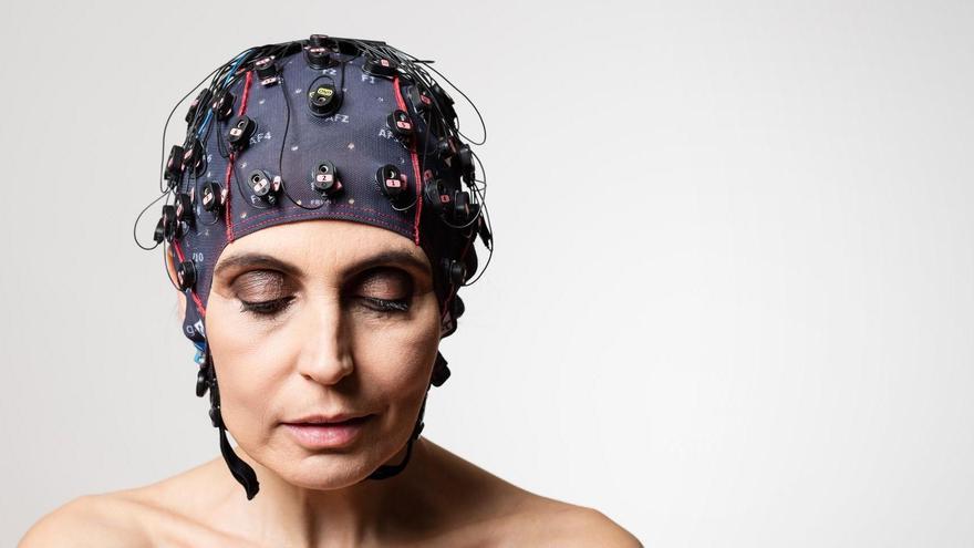Un dispositivo para registrar la actividad cerebral para pacientes con trastornos de la conciencia, producido por la empresa MindBeagle.