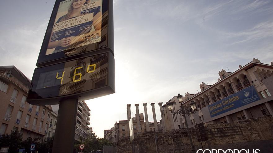 CÓRDOBA 19-8-11 Alerta naranja por altas temperaturas en Córdoba. (En la imagen, las calles de Cordoba vacías y el termómetro que marca 46 grados) FOTO: MADERO CUBERO