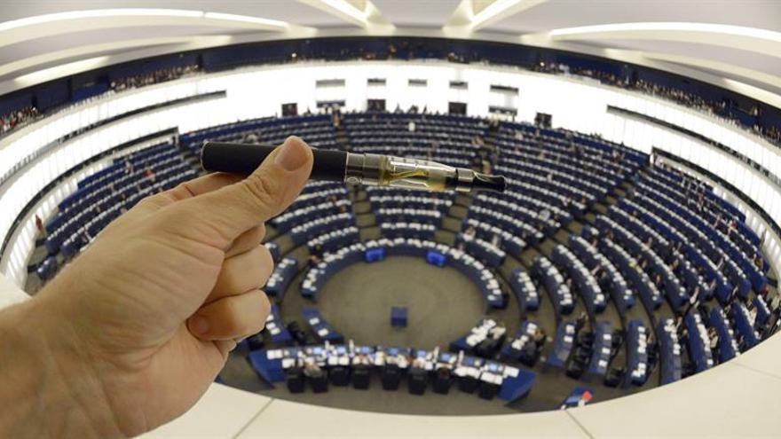 Más de la mitad de los europeos ven peligrosos los cigarrillos electrónicos