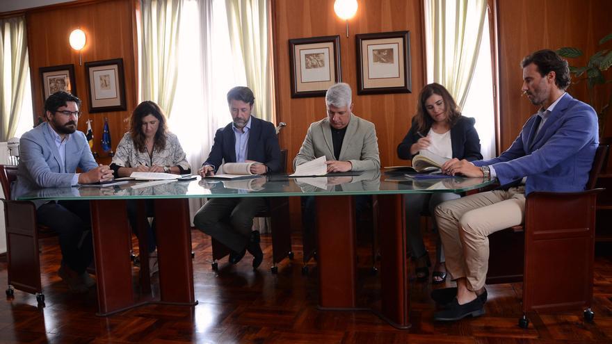 Momento de la firma del acuerdo interadministrativo, con el Cabildo de Tenerife y los ayuntamientos Güímar, Arafo y Candelaria