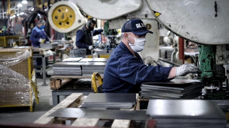 La economía argentina entrará al 2021 con dos grandes faltantes: dólares y empleo registrado de calidad