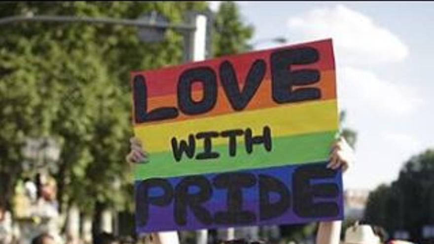 El movimiento LGTBI celebra su orgullo y reivindica medidas urgentes para proteger a las personas trans