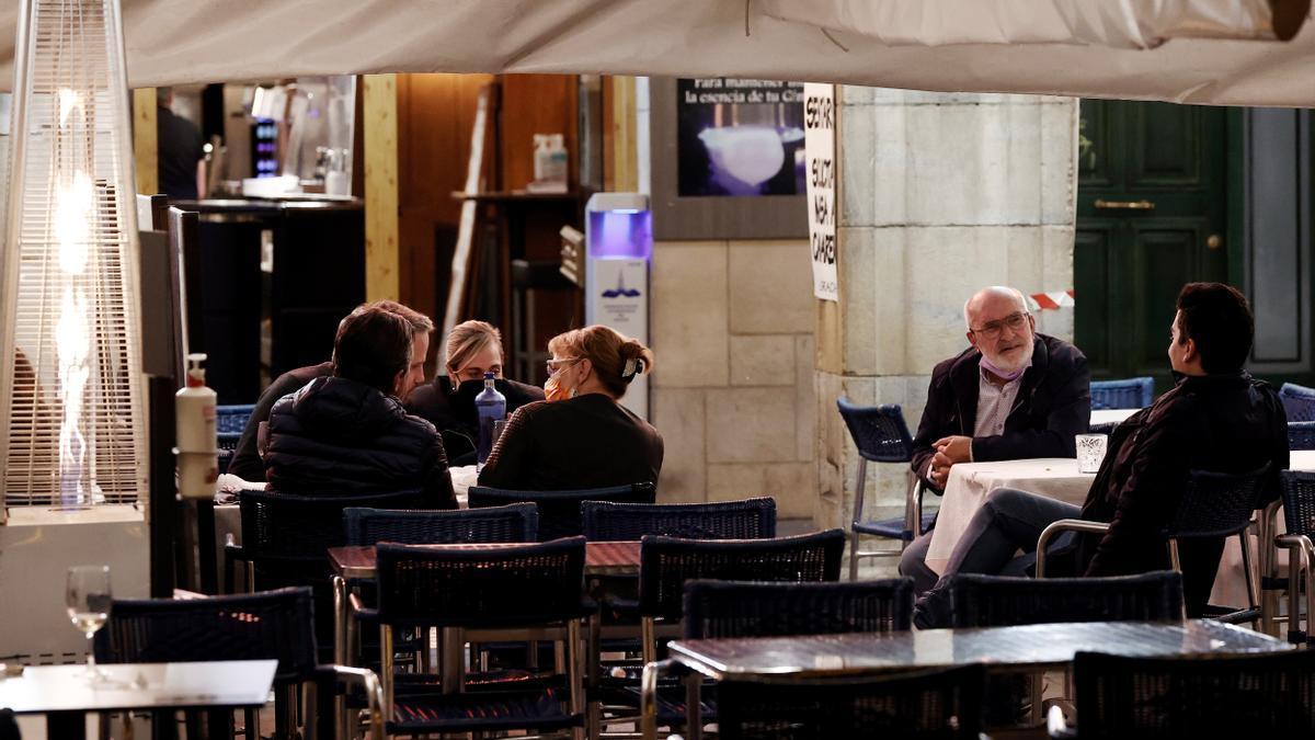Un bar de la Plaza del Castillo, en el casco Viejo de Pamplona. EFE/ Jesús Diges/Archivo