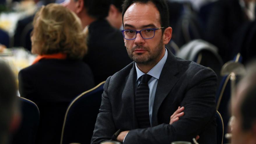 Antonio Hernando, el tercero de los chicos de Blanco, regresa indultado de la traición al no es no