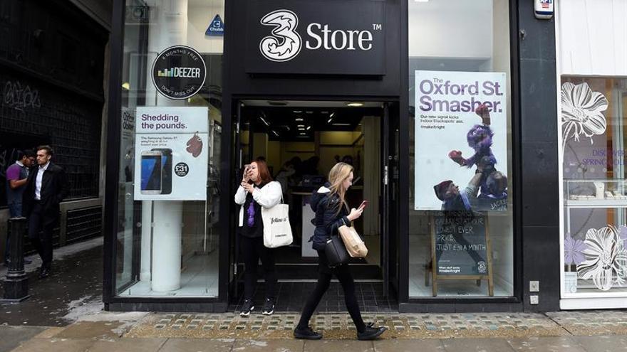Europa pone freno a la carrera por las fusiones de las telecos británicas