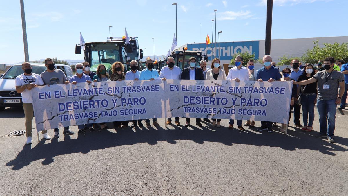 Manifestación de agricultores y regantes en Murcia en defensa del trasvase Tajo-Segura. EFE/Juan Carlos Caval/ Archivo