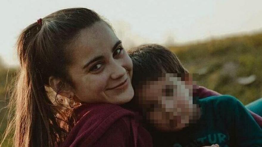 Nerina Moyano junto a su hijo