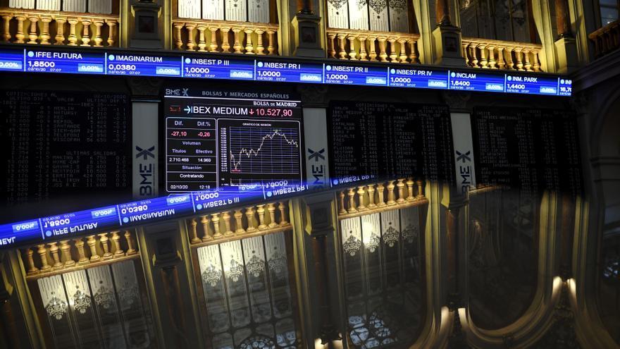 Vista general del Palacio de la Bolsa de Madrid con valores del Ibex, en Madrid, (España), a 2 de octubre de 2020. El Ibex 35 experimentaba un descenso del 0,29% en la media sesión de este viernes, lo que llevaba al selectivo a situarse en los 6.711,3 ent