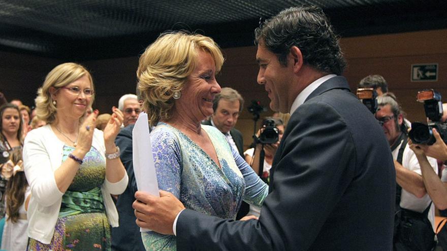 La presidenta del PP madrileño Esperanza Aguirre y el alcalde de Collado Villalba, Agustín Juárez López de Coca. / flickair PP de Madrid