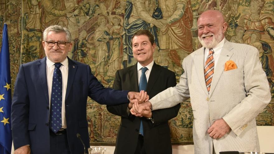 Firma del protocolo entre la Junta y el coleccionista Roberto Polo