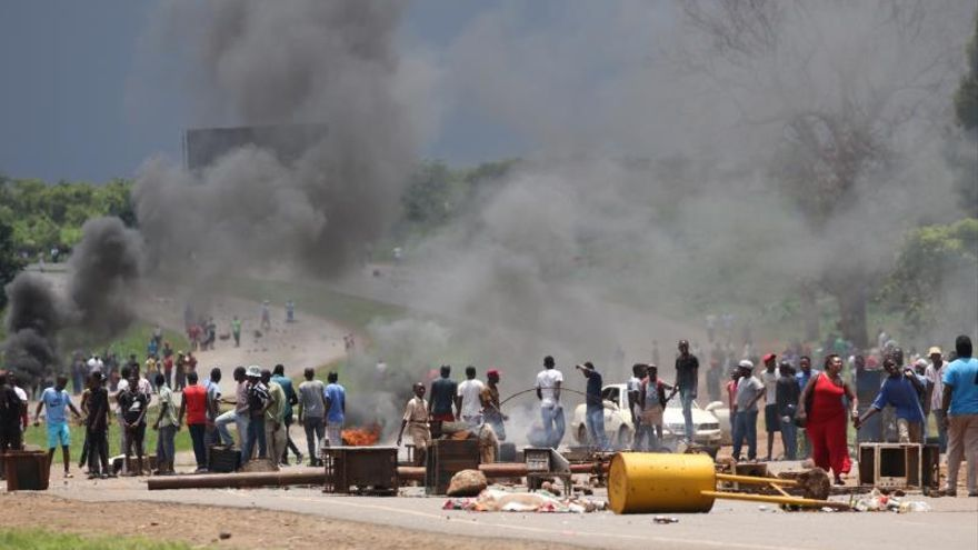 Zimbabue inicia 3 días de huelga general contra el encarecimiento del combustible