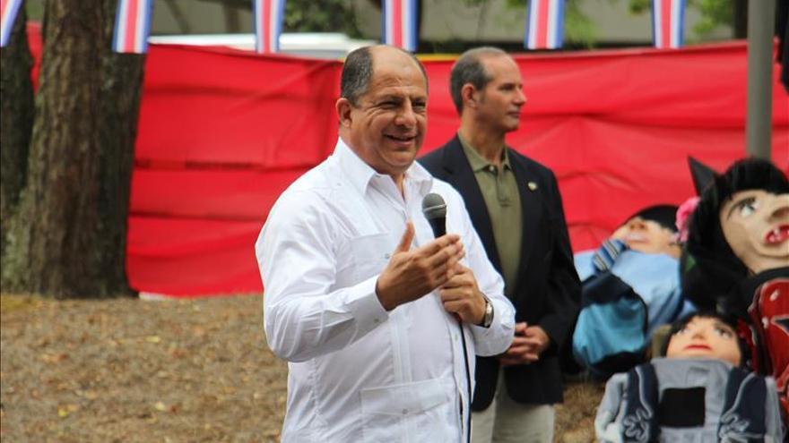 Presidente de Costa Rica discute posibles inversiones con empresas de Chicago