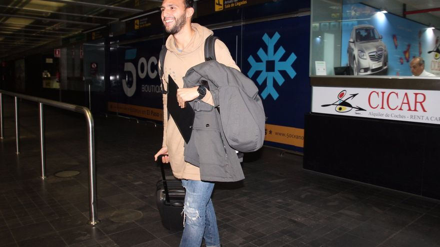 Kamal a su llegada al Aeropuerto este viernes. Foto: JOSÉ AYUT