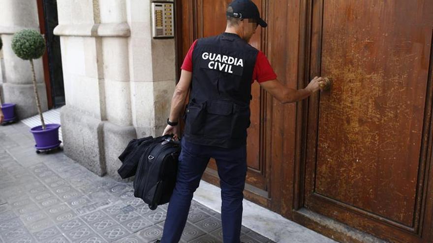 El juez mantiene investigados al exalcalde de Torredembarra y a la cúpula de Efial