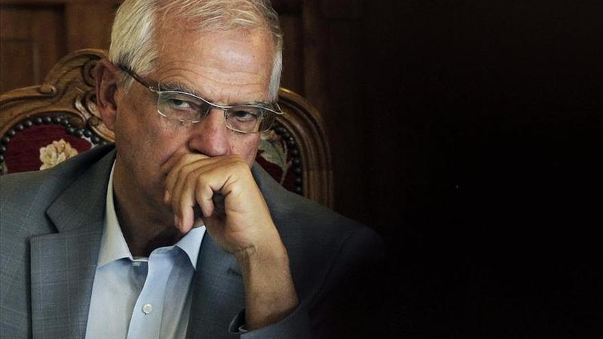 """Borrell acusa a Mas de """"apropiarse de los símbolos"""" de Cataluña"""