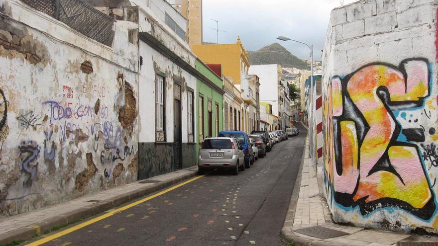 Grafitis en una calle del barrio del Toscal, en Santa Cruz de Tenerife