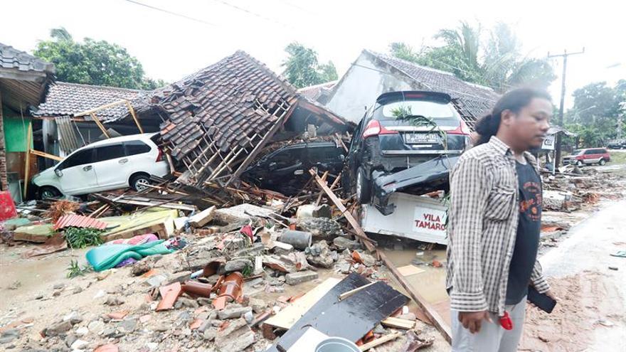 Continúan las tareas de rescate tras el tsunami que causó al menos 281 muertos en Indonesia