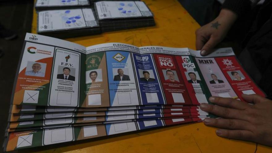 El escrutinio apenas supera el 22 % en Bolivia entre sospechas de un fraude