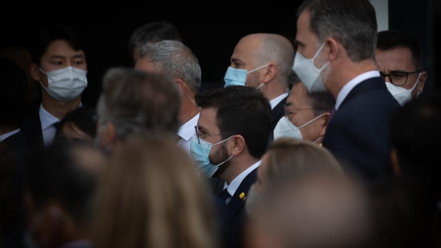 El presidente de la Generalitat, Pere Aragonés (i) y el Rey Felipe VI (d), a su llegada al W Barcelona para asistir a una cena inaugural de la XXXVI reunión anual del Cercle D'Economía, a 16 de junio de 2021, en Barcelona, Catalunya (España). ARCHIVO.