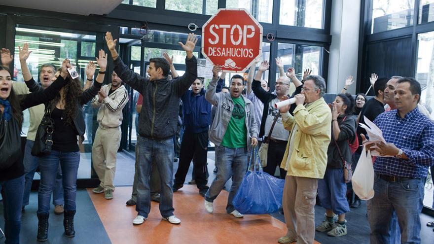 Acto contra los desahucios en L'Hospitalet de Llobregat (Barcelona). FOTO: EDU BAYER