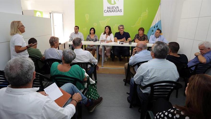 El presidente de Nueva Canarias, Román Rodríguez durante la reunión de la comisión ejecutiva que este partido celebró este lunes en Las Palmas de Gran Canaria. EFE/Elvira Urquijo A.