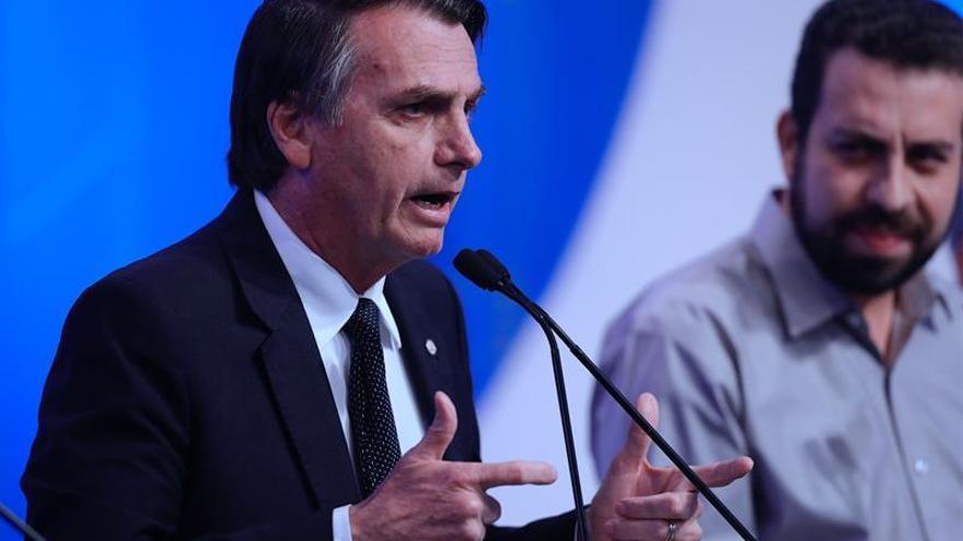 Bolsonaro es liberado para debates pero opta por las redes para defenderse