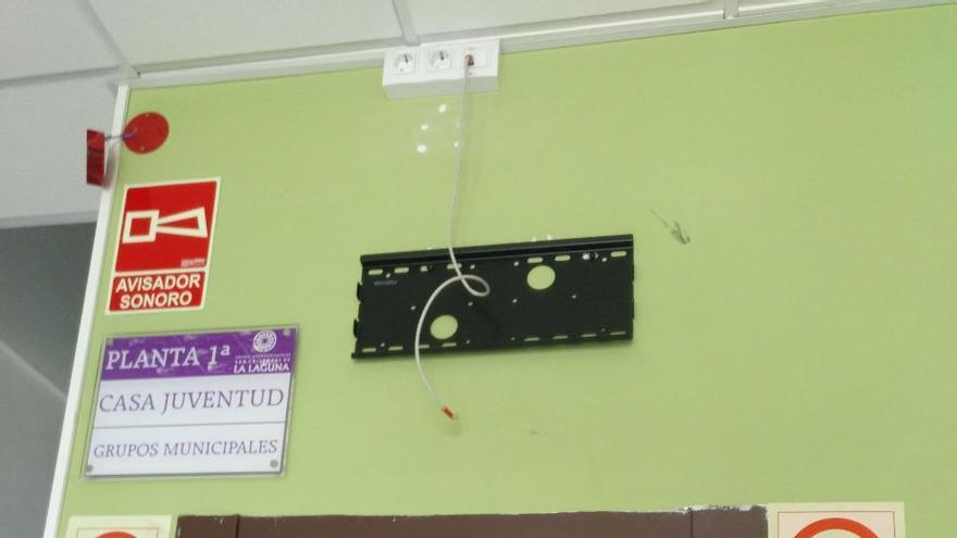 Desperfectos en las instalaciones municipales de Taco