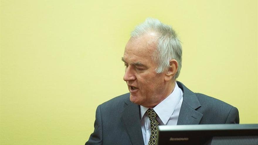 """Mladic fue el """"mando general"""" del genocidio en Bosnia, según la acusación"""