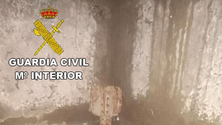 La Guardia Civil retira una granada de mortero en una vivienda de Gran Canaria.