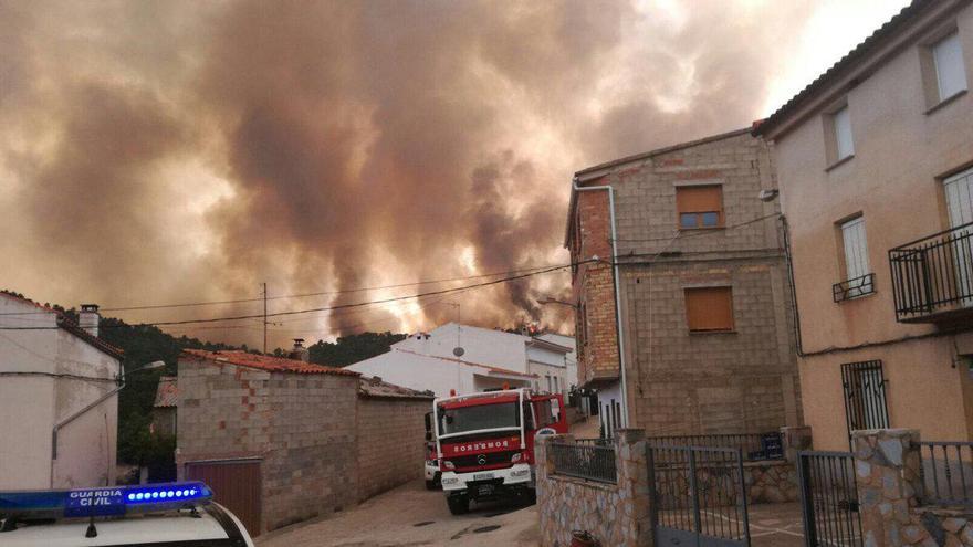 El incendio de Yeste se ha propagado ya hasta Los Collados, pedanía de Molinicos (Albacete)