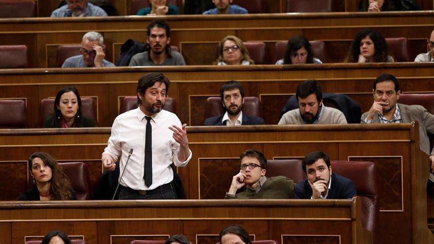 """Podemos cree que Rajoy está """"en la luna"""" y le exige """"marcharse"""" porque es """"una vergüenza nacional"""""""
