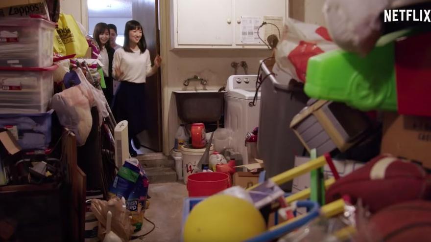 La gurú del orden Marie Kondo estrenó este año un programa donde ayuda a familias a lidiar con espacios desordenados y atestados de cosas.