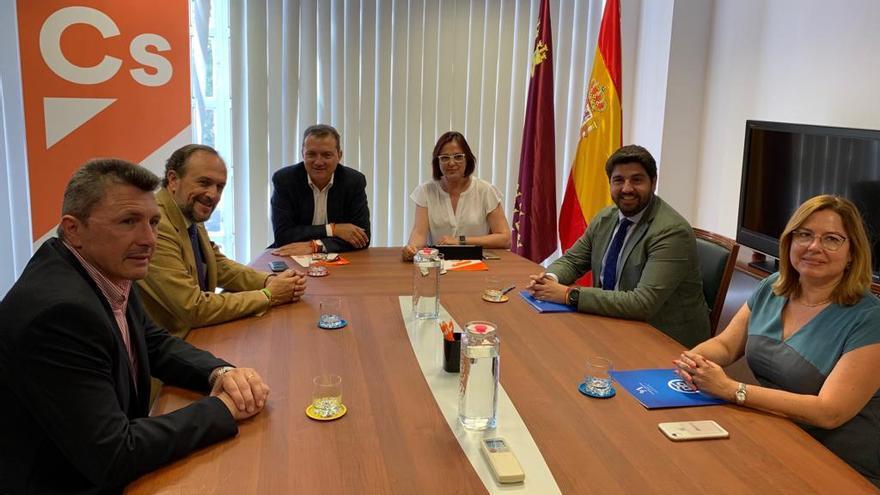 Ciudadanos recibe en su despacho de la Asamblea Regional a Vox y PP para desbloquear la investidura de López Miras