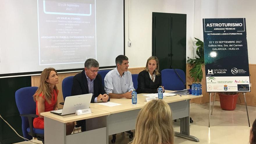 Un momento de las 'Jornadas Técnicas y Actividades Lúdico Formativas de Astroturismo' celebradas en Galaroza (Huelva).